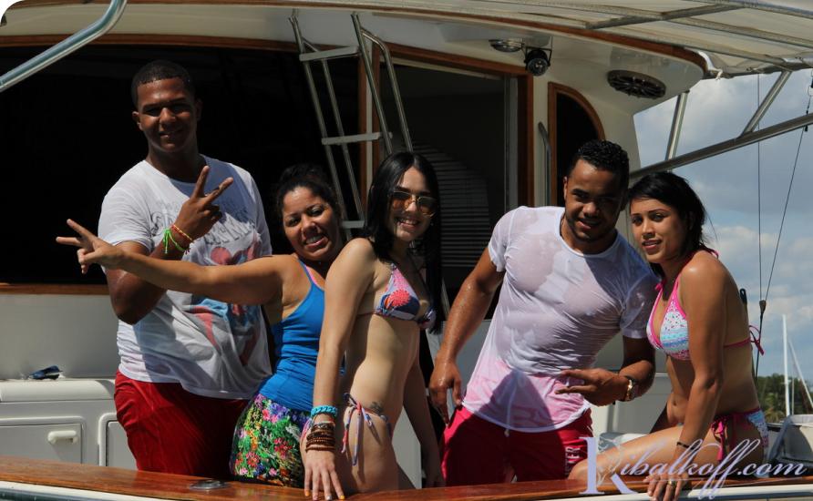 Путешествие на яхте в Доминикаине в кругу близких друзей. Шанс найти приключения на свою задницу